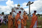 Крестный ход вокруг храма Святых Царственных Мучеников