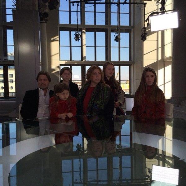 в гостях известный художник Иван Глазунов с семьей