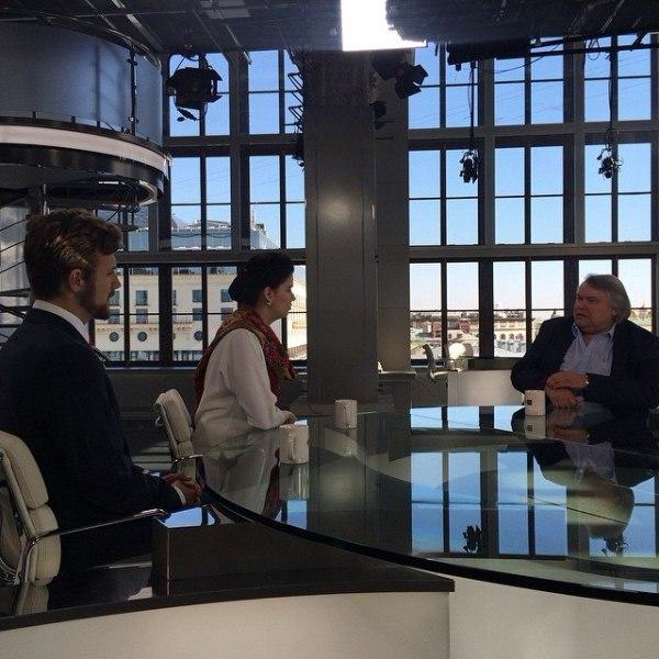 Известный тележурналист Аркадий Мамонтов в студии